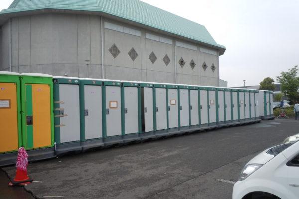 災害時の避難所におけるトイレ問題。必ず非常用トイレは備えましょう。